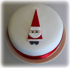 Christmas Cake with Santa – cakes Mini Christmas Cakes, Christmas Cake Designs, Christmas Cake Decorations, Holiday Cakes, Christmas Desserts, Christmas Treats, Christmas Baking, Christmas Cookies, Xmas Cakes