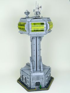 Giant Clasic Space tower complete with a working lift Big Lego, Cool Lego, Lego Creator Sets, Lego Ship, Lego Spaceship, Lego Craft, Lego Mechs, Lego Construction, Lego Architecture