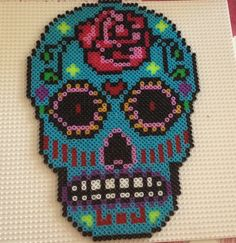 Sugar skull - Mascara mexicana  hama beads by Anna Mimó Font