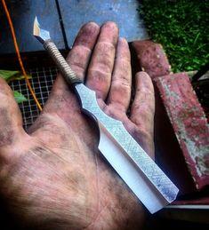 Cool Knives, Knives And Swords, Custom Straight Razors, Blacksmithing Knives, Barber Razor, Straight Razor Shaving, Dagger Knife, Wet Shaving, Custom Knives