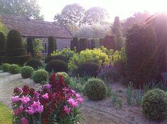 I & J Bannerman - Garden designers and