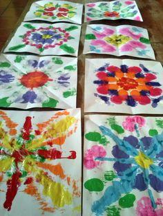 ~Mandalas like this could be easier for younger peeps~ Art Lessons For Kids, Art Lessons Elementary, Art For Kids, Kindergarten Art, Preschool Art, Symmetry Art, Montessori Art, 2nd Grade Art, Ecole Art