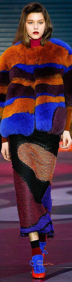London Fashion Week.         Roksanda.        Fall 2015.         Ready-To-Wear.