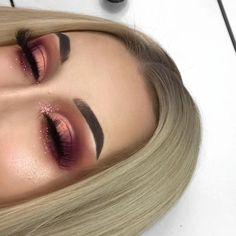 Idée Maquillage 2018 / 2019 : P i n t e r e s t : j a n e l l y x o x i - Flashmode Belgium Eye Makeup On Hand, Makeup Over 40, Eye Makeup Tips, Makeup Goals, Glam Makeup, Bridal Makeup, Beauty Makeup, Hair Makeup, Indie Makeup
