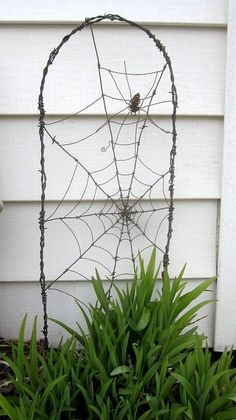 Payment 4 Reserved Layaway Spider In A Tattered Web Barbed Wire Garden Trellis - Garten - Wire Trellis, Garden Trellis, Design Jardin, Garden Design, Garden Crafts, Garden Projects, Garden Tips, Wire Spider, Little Gardens