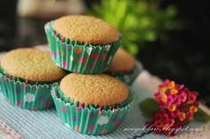 Chu yuan Pandan Chiffon Cake, Light Cakes, Sponge Cake, Muffins, Cupcakes, Breakfast, Desserts, Food, Morning Coffee