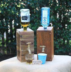 Dispensador de licor madera hecha a mano - 30% de descuento por tiempo limitado!!!!!! Un dispensador de licores hechos a mano que se adapta a botellas de licor de tamaño regular. Este dispensador de licores madera puede hacerse de su opción de - madera de Acacia, Merbau o pino. Las opciones de grifo son - latón, cromo, giro o palanca. (ver imágenes arriba) El dosificador viene en 2 opciones de tamaño - grandes o pequeños - el de gran tamaño es aproximadamente de 30cm de altura x 13 cm ancho…