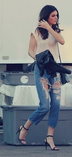 Kendall Jenner looking totally déclassé in odious ripped jeans