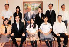 久元喜造市長を訪問した三原舞依さん(前列中央)と坂本花織さん(同右から2人目)=神戸市役所