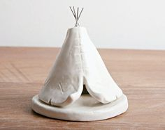 Incense Burner TeePee that smokes Ceramic Navy von HicklinHomestead Stoneware Clay, Ceramic Clay, Ceramic Pottery, Clay Art Projects, Ceramics Projects, Diy Clay, Clay Crafts, Art Studio Storage, Ceramic Incense Holder