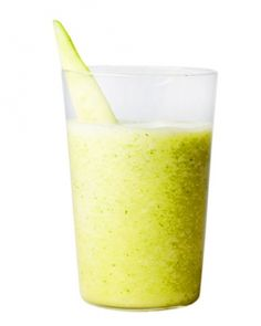 Cucumber, Honeydew, and Mint Smoothie by wholeliving #Smoothie #Cucumber #Honeydew #MInt #Light #Healthy