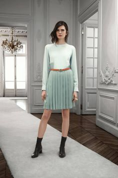 Chloé Pre-Fall 2013 - Runway Photos - Fashion Week - Runway, Fashion Shows and Collections - Vogue Spring Fashion, Fashion Show, Autumn Fashion, Fashion Design, Fashion Trends, Fashion Gallery, Runway Fashion, Chloe, Green Pleated Skirt