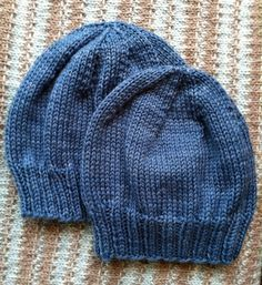 Un modèle de bonnet à tricoter ✪ free pattern fabulous, simple pattern for children's hats (and, using a chart that shows sizing, easy to resize, because this shows so you know the difference) Knitted Hats Kids, Baby Hats Knitting, Knitting Charts, Knitting For Kids, Knitting Patterns Free, Knit Patterns, Free Knitting, Knit Hats, Easy Knit Hat