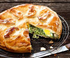 Österlicher #Spinatkuchen: Dieser Kuchen war in der Betty Bossi Zeitung vom April 1984 DER Hit und kommt auch heute noch gut an. #Ostern #Backen #Rezept