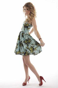 I love Taylor Swift!!! ❤<3
