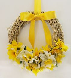 Daffodil Wreath made from dollar store stems #spring #wreath