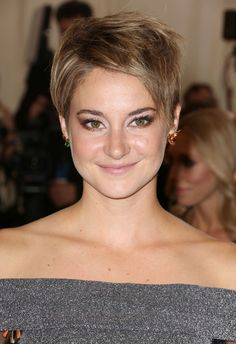 Shailene Woodley Hairstyles Collection 2015 : Masculin Style Shailene Woodley Short Haircut 2015