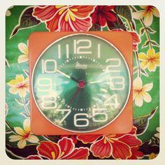 $26  Reloj de cocina años 70. via Bahía, confecciones, recuerdos y puestas de sol.. Click on the image to see more!