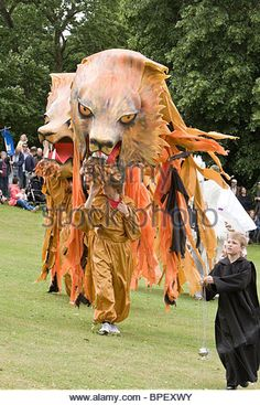 giant-lion-puppets-at-albantide-parade-st-albans-uk-2010-bpexwy.jpg (347×540)
