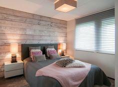 slaapkamer met steigerhout behang - google zoeken | home, Deco ideeën