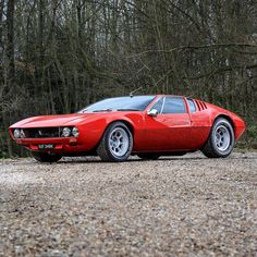 Sports cars are really popular not just to car racers but also to collectors and ordinary people. They are costly, no one would like to miss owning at least one model of sports vehicle. Classic Sports Cars, Classic Cars, Retro Cars, Vintage Cars, Dream Cars, Super Sport Cars, Top Cars, Ford Gt, Sexy Cars