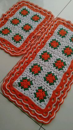 Passadeira em Crochê  90/46 e 62/46 cm  Barbante Crochet Flower Squares, Flower Granny Square, Crochet Square Patterns, Easy Quilt Patterns, Crochet Blocks, Crochet Granny, Crochet Doilies, Crochet Flowers, Knit Crochet