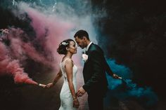 Les fumigènes, idée originale ! Wedding Fotos, Wedding Shoot, Wedding Pictures, Dream Wedding, Wedding Picture Poses, Wedding Photography Poses, Couple Photoshoot Poses, Pre Wedding Photoshoot, Shooting Couple