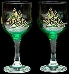 Celtic Glass Designs Set of 2 Hand Painted Wine Glasses in a Green Celtic Eternity Knot Design Celtic Glass Designs http://www.amazon.com/dp/B004W7C74Y/ref=cm_sw_r_pi_dp_OkG0tb1XFM93WGPB