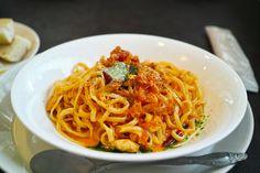 生タリオリーニで魚介のトマトクリームずるずる♪(。・ω・。) 美味いなぁ炭水化物( ^ω^ )