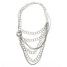 Collar SALVATORE PLATA en plata 925/000 rodiado y pulido en espejo con cierre tipo mosquetón de altísima calidad y diseño. Se trata de un collar formado por diversas cadenas barbadas y de eslabón circular. Se unen en un aro amorfo, electroformado* de plata pulida en espejo en uno de los lados. Un collar multicadena, de aspecto desordenado y desenfadado.