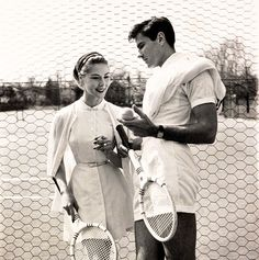 Models show off tennis gear for a 1954 issue of Vogue - 50 Vintage Fashion Photos That Show How Awesome People Used To Dress Best of Web Shrine Mode Tennis, Tennis Gear, Tennis Clothes, Tennis Outfits, Nike Clothes, Tennis Shop, Tennis Dress, Sport Chic, Grace Kelly