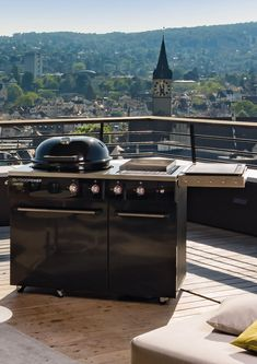 Draußen kochen und den Sommer genießen! | Küchen Journal Weber Grill, Teak, Bbq, Journal, Outdoor Decor, Lawn And Garden, Summer Recipes, Barbecue, Barbacoa