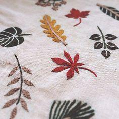 . . . #embroidery #刺繍 #刺しゅう #handmade #needlework #linen #stitch #handembroidery #stitching #handstitched #floral #botanic #botanical  #broderie #bordado #stickerei #ricamo  #刺绣品 #자수