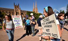 """Miles marchan en Washington por la ciencia y contra """"hechos alternativos"""""""