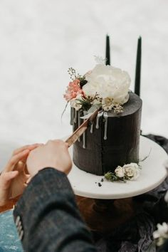 Floral Wedding Cakes One-tier, black wedding cake - modern wedding cake {Yours, Always} - Wedding Cakes One Tier, One Tier Cake, Blush Wedding Cakes, Pretty Wedding Cakes, Small Wedding Cakes, Floral Wedding Cakes, Amazing Wedding Cakes, Wedding Cakes With Flowers, Elegant Wedding Cakes