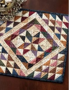 Triangle quilt - Vintage Patchwork A Dozen Small Projects from One Bundle of 10 Squares – Triangle quilt Star Quilts, Scrappy Quilts, Mini Quilts, Quilt Blocks, Easy Quilts, Small Quilt Projects, Quilting Projects, Quilting Designs, Quilting Ideas