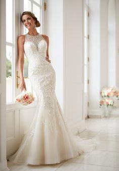 Elegant High Neck Wedding Dress | Stella York 6435 | http://trib.al/b1MLjGX