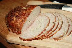 Wielki klops na kanapki , pyszna i bardzo prosta wędlina . Smaczna , szczególnie z sosem chrzanowym lub majonezowym . Dobra na zimno i na ciepło .Polecam
