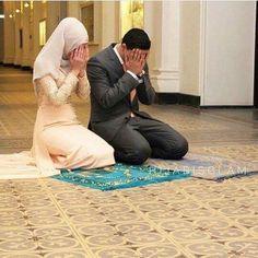 28 Trendy ideas for wedding photos family dads Couple Picture Poses, Couple Posing, Couple Pictures, Wedding Pictures, Couple Dps, Couple Shoot, Couple Goals, Cute Muslim Couples, Muslim Girls