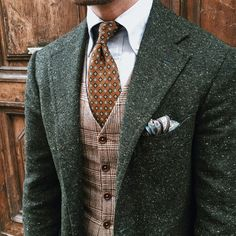 Impressive mix of patterns and textures by @perfettobenedetto with a @shibumiberlin tie and @sartoria.corcos jacket From www.jamaisvulgaire.com #menstagram #menfashion #mensfashionpost #mensfashion #mensfashiontips #mensfashionblogger #mnswr #menwithclass #mensfashionadvice #menstyle #instapic #dappered #instafashion #instamen #style #dappertime #inspiration #picoftheday #pictureoftheday #photooftheday #menoftheday #jamaisvulgaire #menswear #menwithstreetstyle #mensuitstyle #gentslounge