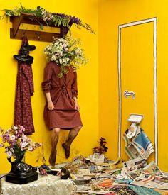 Me encantó la idea de la puerta en papel, podría hacer una así o una ventana con un viejo ploteo . My Self-Portraits | Bored Panda
