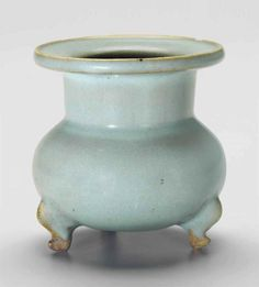 A JUNYAO TRIPOD CENSER  NORTHERN SONG-JIN DYNASTY (AD 960-1234)