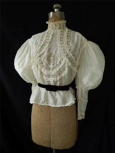 LOVELY ANTiQUE ViNTAGE ViCTORiAN 1890's IVORY SiLK BLOUSE * MUTTON SLEEVES *