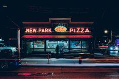 Pizzerien—nicht die Läden der großen Ketten—sind Orte der Kultur, des Lebens und eben wirklich guter Pizza. The New York Pizza Project dokumentiert die letzten authentischen Läden in NYC, bevor sie den nächsten Eigentumswohnungen Platz machen müssen.