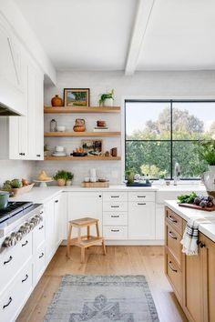 Kitchen Room Design, Modern Kitchen Design, Home Decor Kitchen, Interior Design Kitchen, New Kitchen, Home Kitchens, Warm Kitchen, Natural Kitchen, Gold Kitchen
