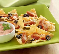 Meatless Buffalo Wing Nachos These spicy nachos are finger foods that are filling enough to make a meal. For an extra burst of flavor, they're served with salsa-infused sour cream. Wrap Recipes, Veggie Recipes, Mexican Food Recipes, New Recipes, Vegetarian Recipes, Favorite Recipes, Ethnic Recipes, Appetizer Dips, Yummy Appetizers
