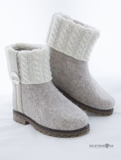 Ugg Boots, Shoe Boots, Felt Boots, Wool Shoes, Felted Slippers, How To Make Shoes, Nuno Felting, Wool Felt, Lana