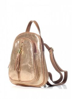 Mochila de Cuero en dorado. Muy fashion! En http://veski.cl  Leather backpack - Gold