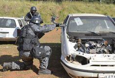 """Exercício anti-terrorista das Forças Especiais brasileiras.  Brasil dorme de olhos abertos ante ameaça de ataques de """"lobos solitários"""" Serviços de inteligência não temem possibilidade de grande atentado durante os Jogos."""