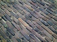 http://www.klinkersvantoen.nl: Oude waaltjes rood/bruin, Oudekerk a/d Amstel.